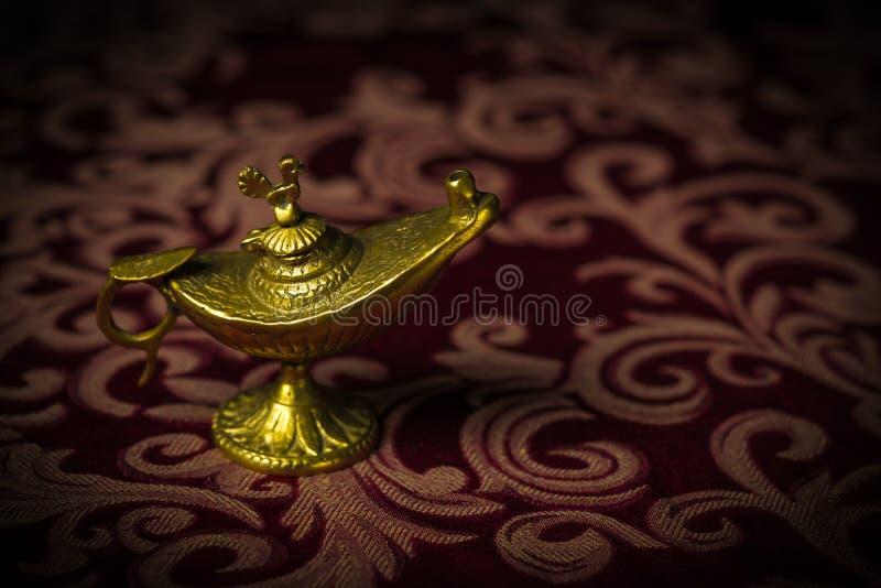 Lilla antika Aladdin Lamp Macro fotografering för bildbyråer