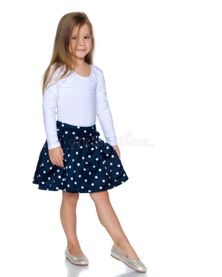 Lilla flickan är hellång arkivfoto