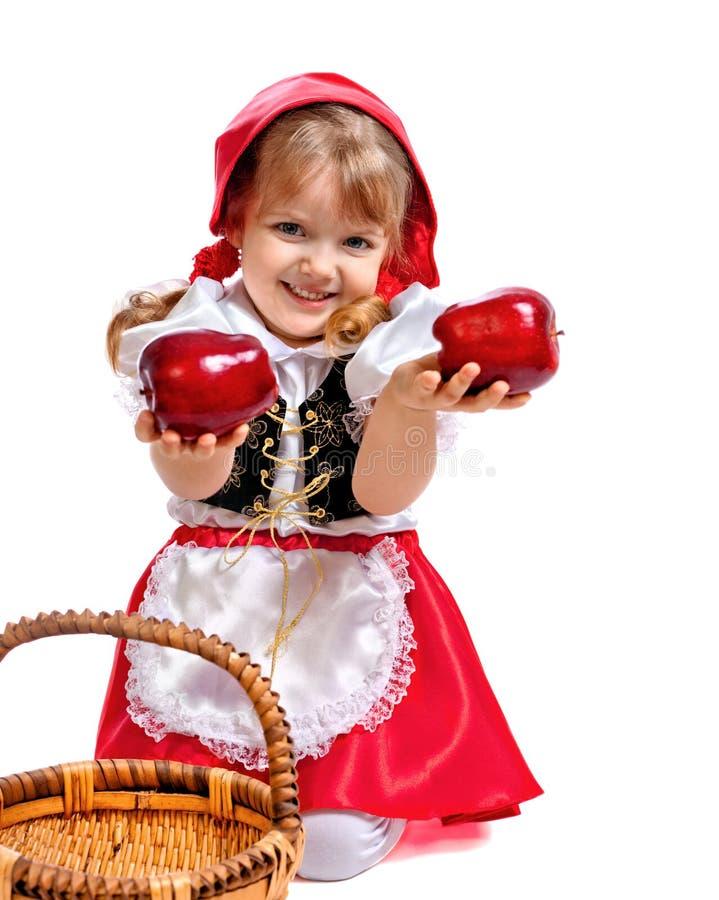 Lilla flickan klädde som den lilla röda ridninghuven, bil arkivfoton