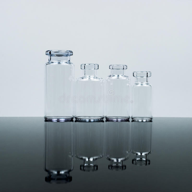 Lilla glasflaskor royaltyfri fotografi