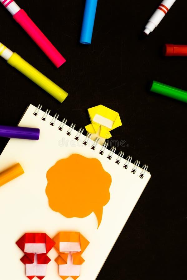 Lilla Ninja Kids Are Helping din arbete eller studie royaltyfri fotografi