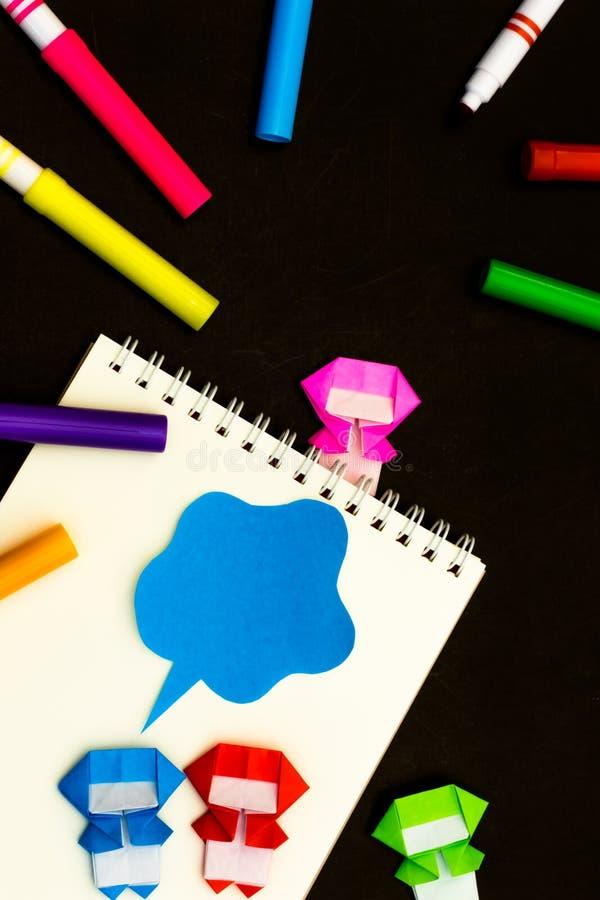 Lilla Ninja Kids Are Helping din arbete eller studie royaltyfri foto