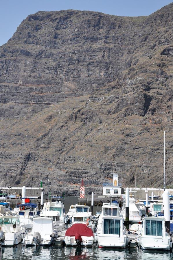 Fartyg near Los Gigantes royaltyfri bild