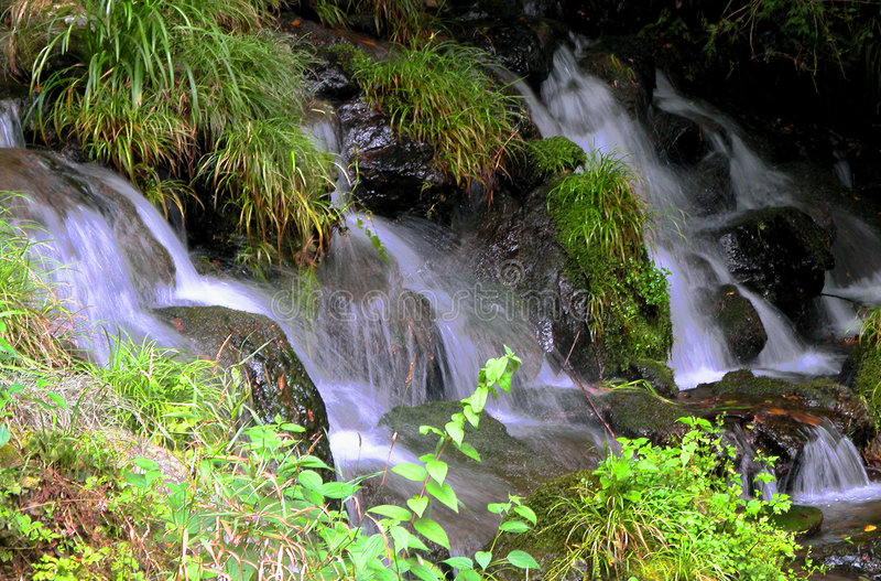 lilla vattenfall royaltyfria foton