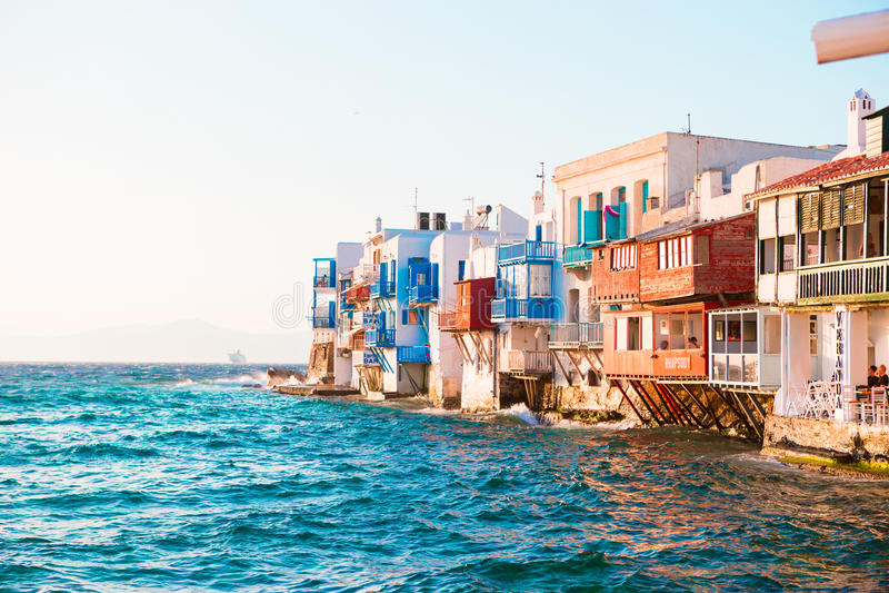 Lilla Venedig den populäraste sikten i den Mykonos ön i mjukt aftonljus på Grekland, Cyclades royaltyfria foton