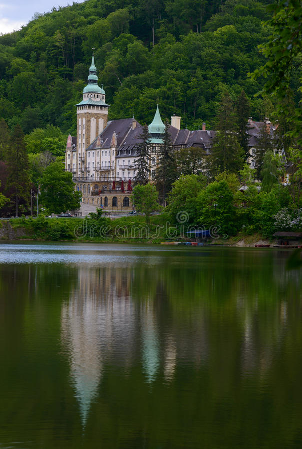 Lillafured pałac pod jeziorem obraz royalty free