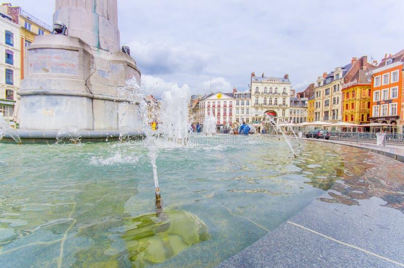 Lille, França - 3 de junho de 2015: Lugar bonito grandioso com suas construções encantadores e arquitetura europeia tradicional imagem de stock royalty free