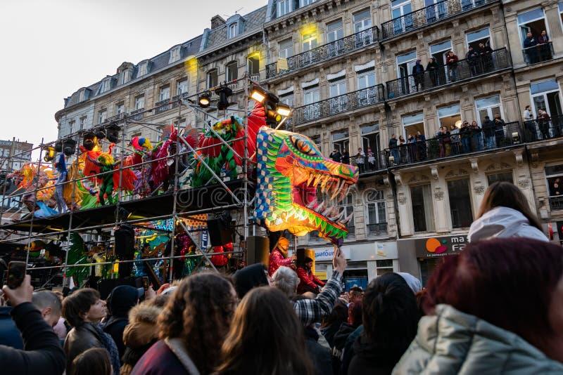 Lille, 04,2019 Frankrijk-Mei: Grote paradeeldorado Lille 3000 stock afbeeldingen