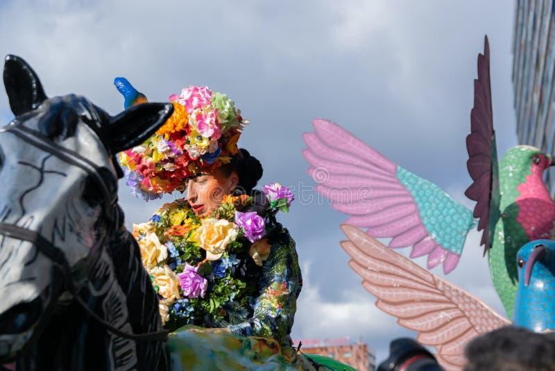Lille, 04,2019 Frankrijk-Mei: Vrouwen in Carnaval-kostuums, de Mexicaanse traditie op Eldorado Lille 3000 parade royalty-vrije stock foto's