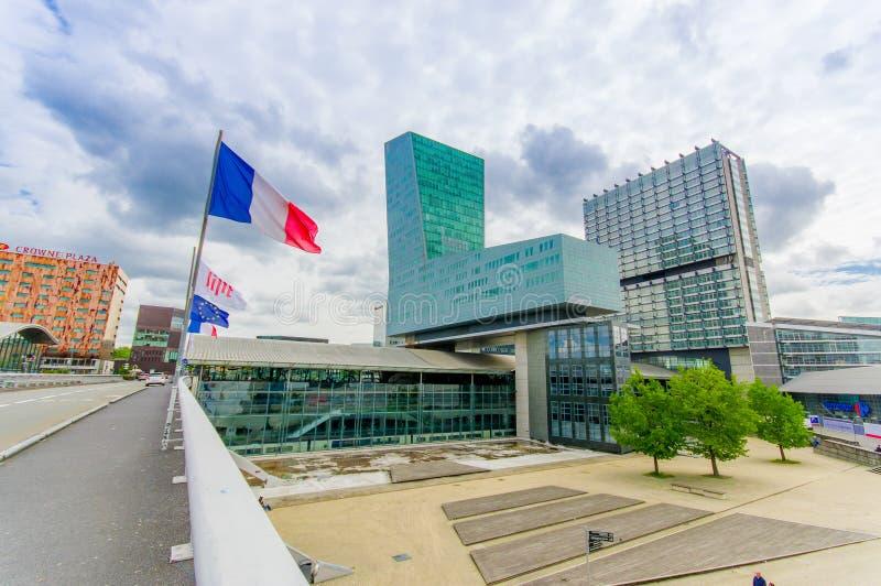 Lille Frankrike - Juni 3, 2015: Modern arkitekturjärnvägstation Lille Europa med dess easyily igenkännliga form arkivfoto