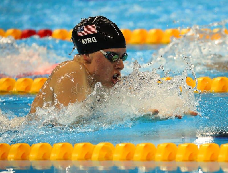 Lilly King do Estados Unidos compete no final dos bruços do 100m das mulheres do Rio 2016 Jogos Olímpicos fotografia de stock