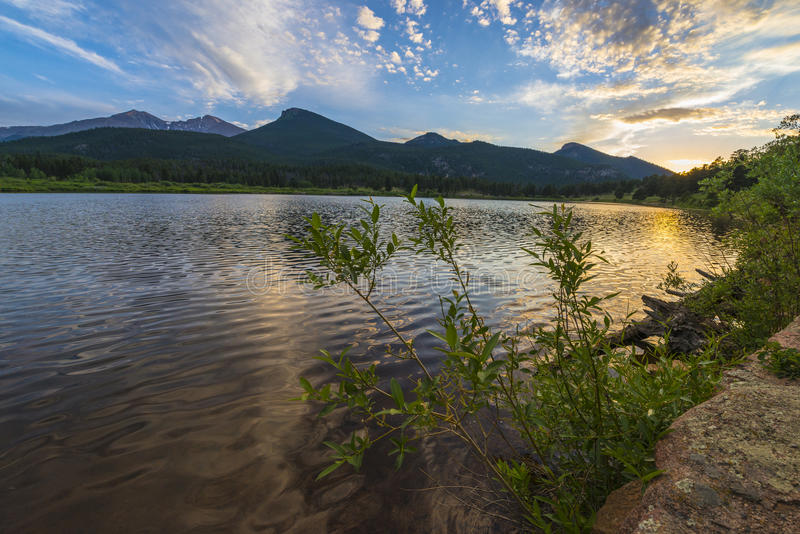Lilly Lake no por do sol - Colorado foto de stock