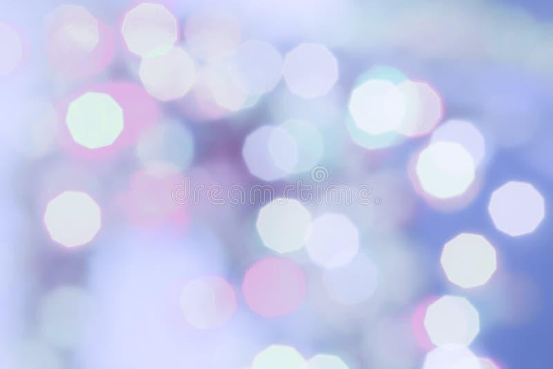 Lilor färgade bakgrund för ferie för abstrakt begrepp för julbokehljus royaltyfria bilder
