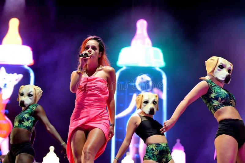 Lily Allen (banda) se realiza en el festival de la BOLA imágenes de archivo libres de regalías