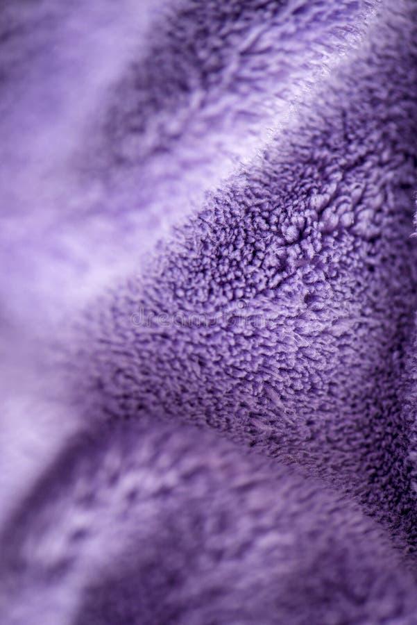 Lily delikatny mi?kki t?o futerkowego mokietu g?adka tkanina Tekstura purpurowa mi?kka we?nista powszechna tkanina zdjęcie stock
