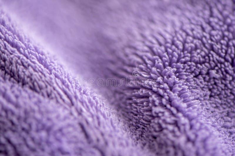 Lily delikatny mi?kki t?o futerkowego mokietu g?adka tkanina Tekstura purpurowa mi?kka we?nista powszechna tkanina zdjęcie royalty free