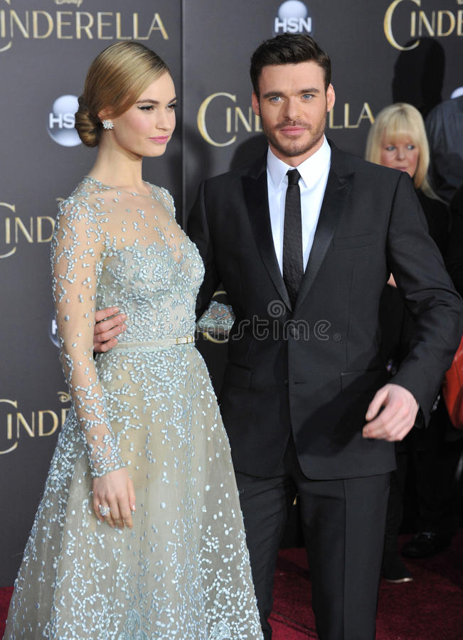 Lily James & Richard Madden foto de stock