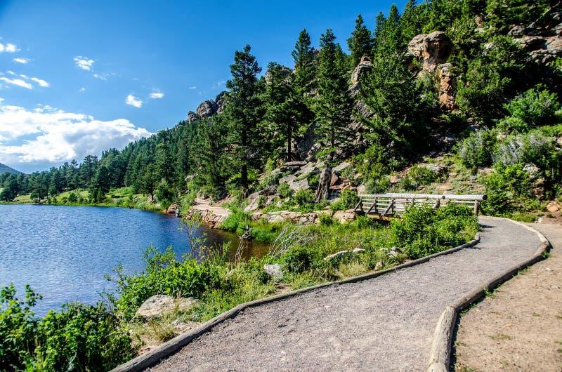 Lily Lake Rocky Mountain National parkerar den Colorado slingan royaltyfria foton