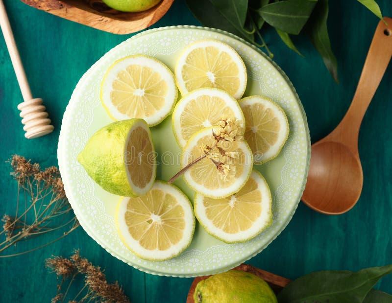 Limão cortado foto de stock royalty free
