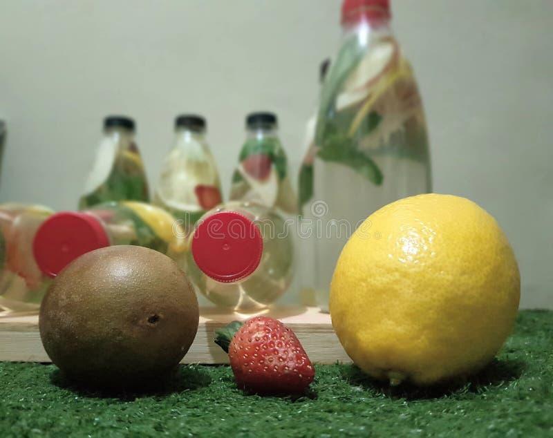 Limão da morango do quivi foto de stock royalty free