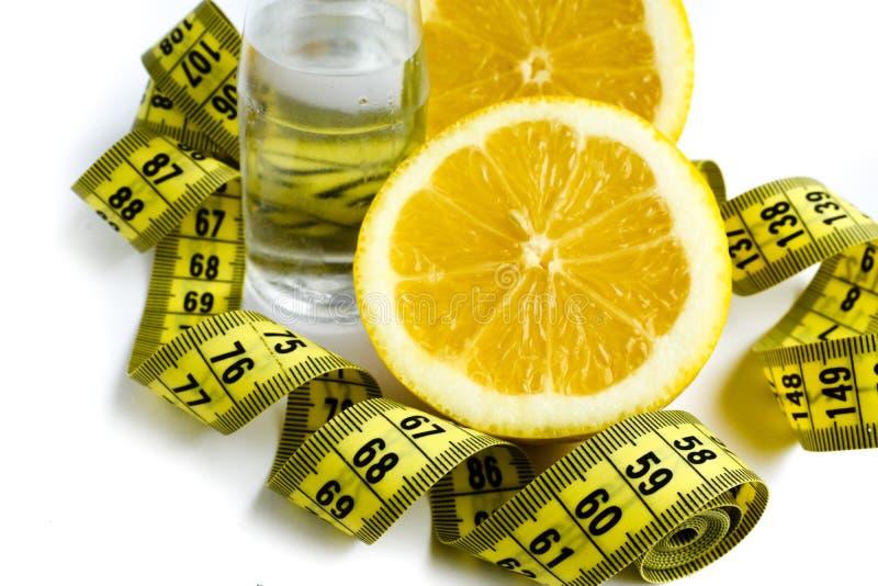 Limão e água para o slenderness magro foto de stock