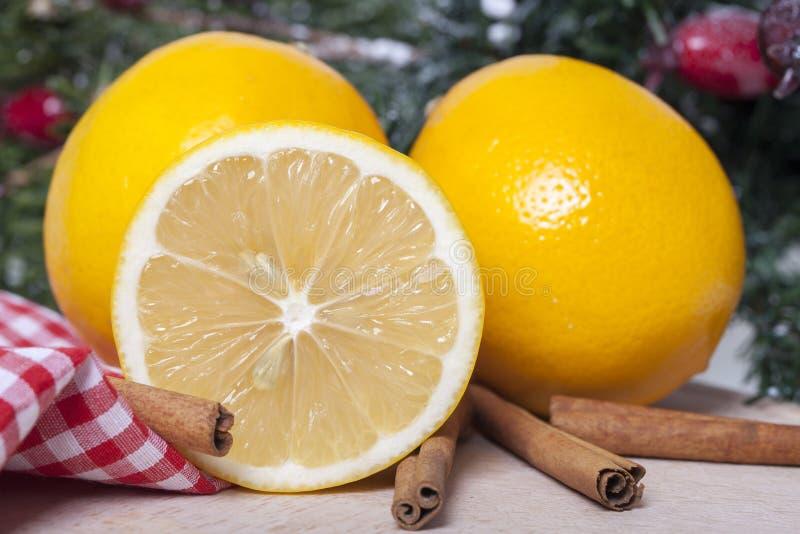 Limão e canela fotografia de stock