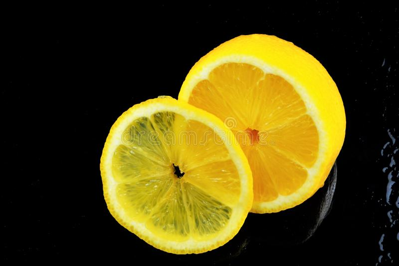Limón-fruta cítrica, gusto amargo, vitaminas y el cocinar Cultivado en países con clima subtropical Frutas fragantes amarillas li fotografía de archivo