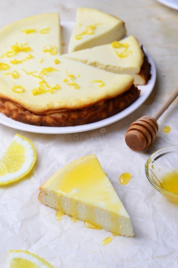 Limón y Honey Cheesecake fotos de archivo