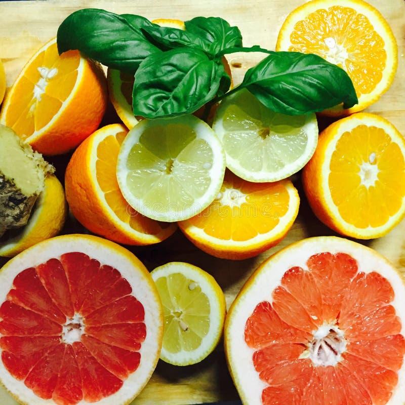 Limões, laranjas e cais imagens de stock