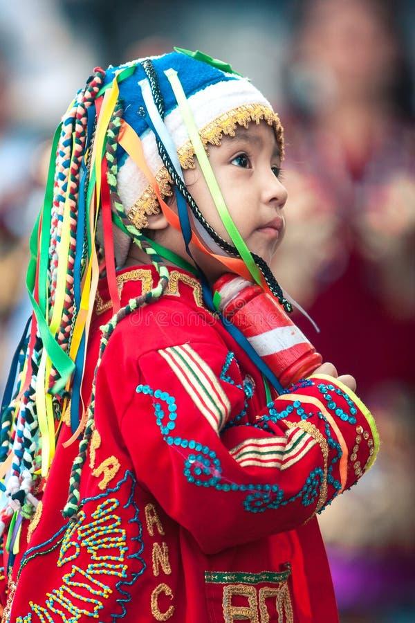 Lima/Pérou - 15 juin 2008 : Portrait du garçon latin habillé dans traditionnel, costume de folklore photo stock