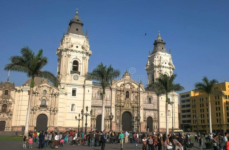 LIMA, PERÙ 12 GIUGNO, 2016: parte anteriore della cattedrale di Lima in sindaco della plaza, Perù fotografie stock libere da diritti