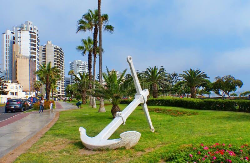 Lima, Perú, calle y parque en Miraflores con el ancla imagen de archivo libre de regalías