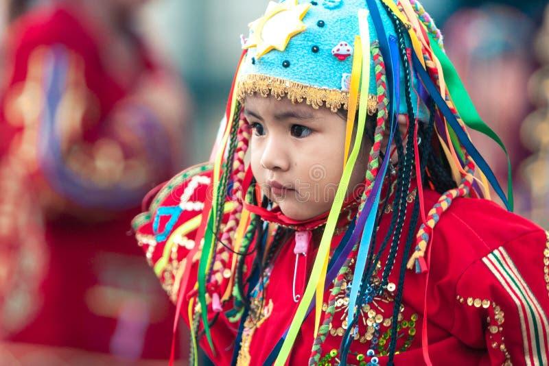 Lima/Perú - 15 de junio 2008: Retrato del bebé latino vestido para arriba en tradicional, traje del folclore imágenes de archivo libres de regalías