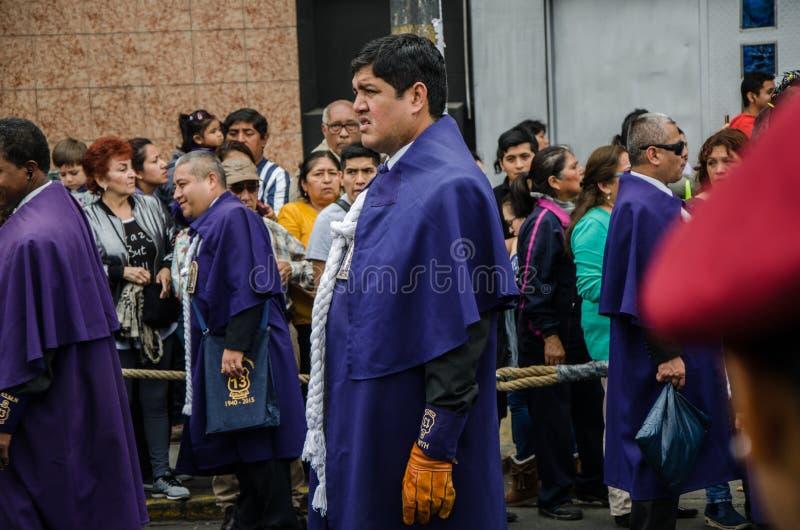 Lima, Perú - 28 de octubre de 2017: Procesión del señor de milagros foto de archivo