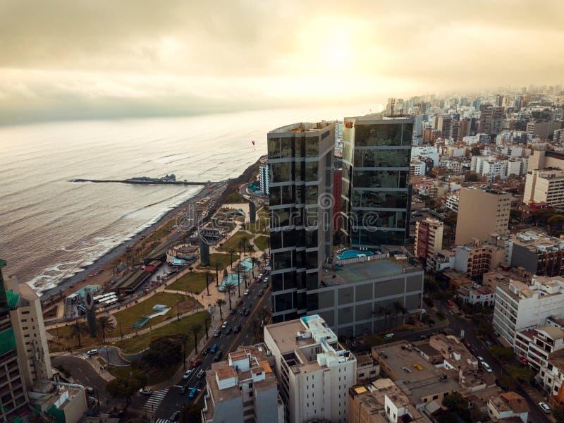 LIMA, PERÚ - diciembre, 12, 2018: Antena de edificios de Miraflores céntrico en Lima imagen de archivo