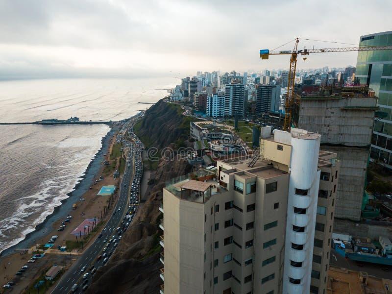 LIMA, PERÚ - diciembre, 12, 2018: Antena de edificios de Miraflores céntrico en Lima imágenes de archivo libres de regalías
