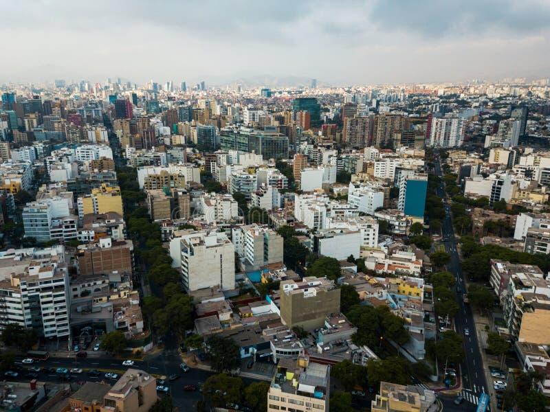 LIMA, PERÚ - diciembre, 12, 2018: Antena de edificios de Miraflores céntrico en Lima fotos de archivo