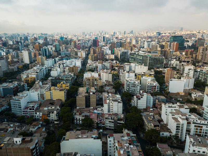 LIMA, PERÚ - diciembre, 12, 2018: Antena de edificios de Miraflores céntrico en Lima fotos de archivo libres de regalías