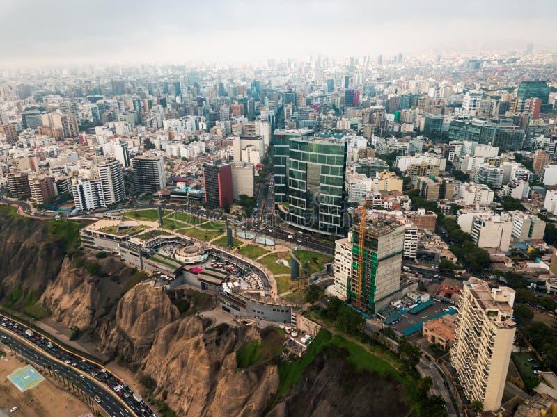 LIMA, PERÚ - diciembre, 12, 2018: Antena de edificios de Miraflores céntrico en Lima fotografía de archivo libre de regalías