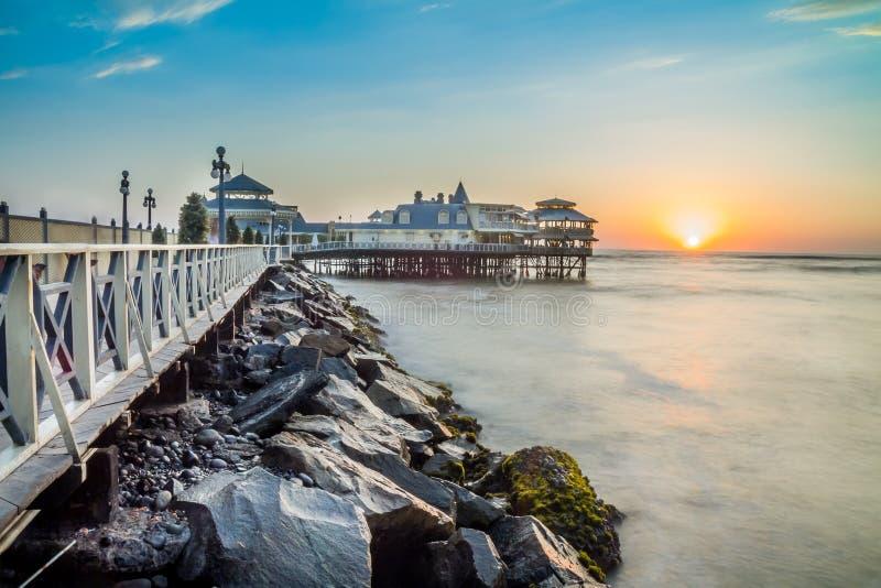Lima, Perú, puesta del sol panorámica de la playa fotografía de archivo libre de regalías