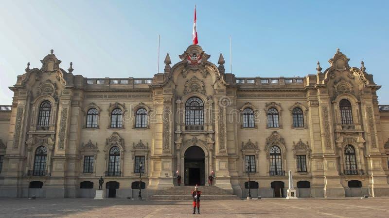 LIMA, PERU CZERWIEC, 12, 2016: frontowa powierzchowność rządowy pałac w Lima fotografia stock