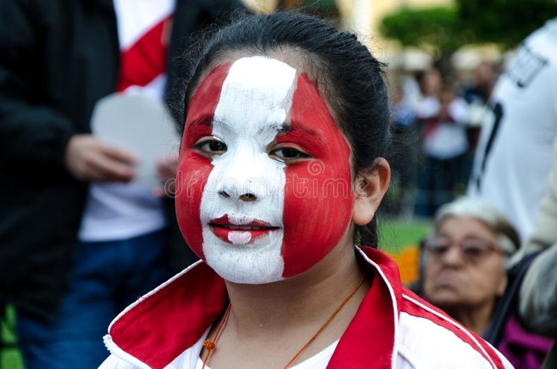 Lima Peru - OKTOBER 10th 2017: Fanatism i Peru Peru vs Colombia Ryssland 2018 royaltyfri bild