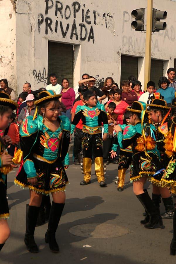 Lima Peru/8th Wrzesień 2013/Young dziewczyny i chłopiec wykonują tradit obrazy stock