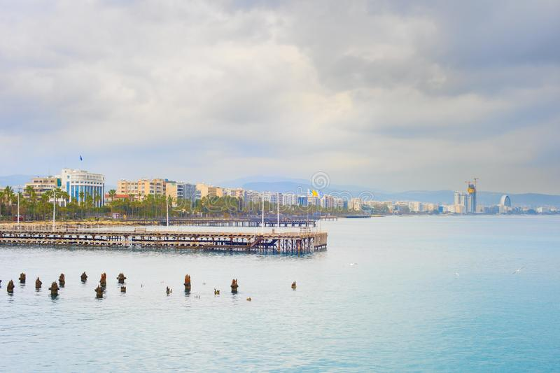 Limassol dijk, flats, horizon, Cyprus stock afbeelding