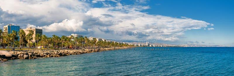 Limassol-Skylinepanorama stockbild