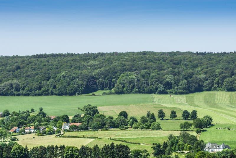 Limburgs Landschap; Paesaggio di Limburgo immagini stock