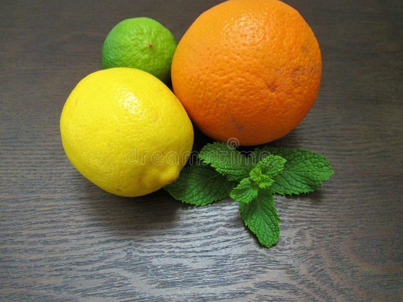 Limefrukt citron, apelsin arkivbild