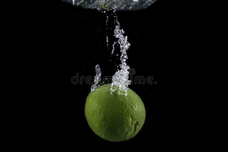 Limefrukt med bubblaslingan royaltyfri bild