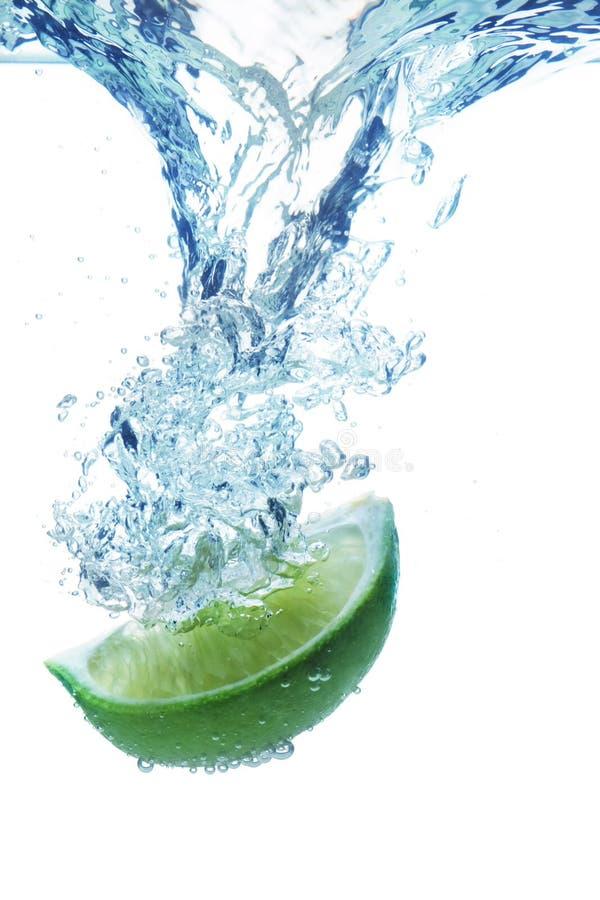 limefruktskivavatten arkivbild