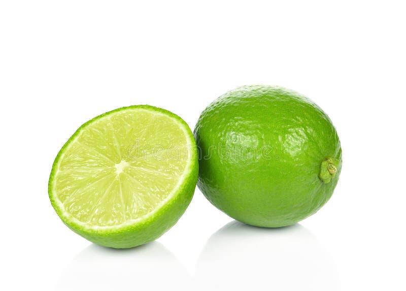 Limefruktskivor som isoleras p? vit bakgrund royaltyfri bild